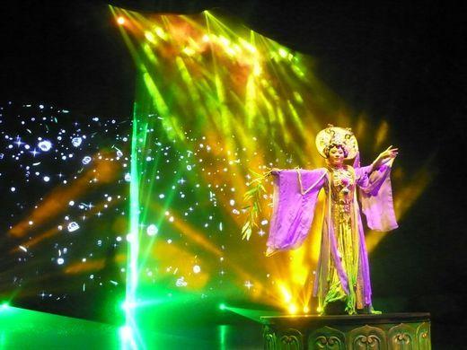 图一为佛教盛典《观世音》戏剧照
