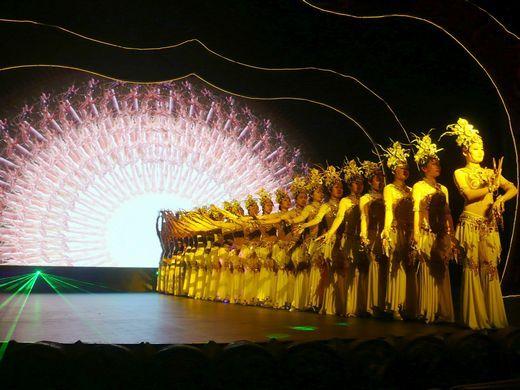 图二为佛教盛典《观世音》戏剧照