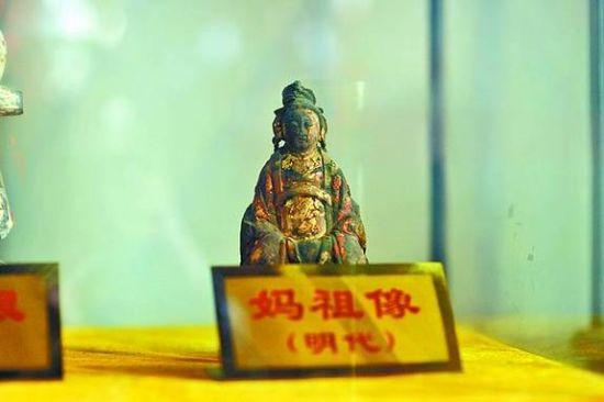 图②:天妃宫里收藏的明代妈祖像