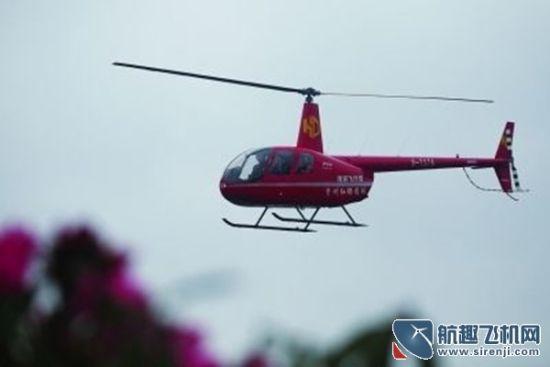 图:搭乘直升机俯瞰杜鹃花海