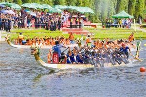 ▲龙舟比赛激烈进行中。龙华新区摄影家协会供图